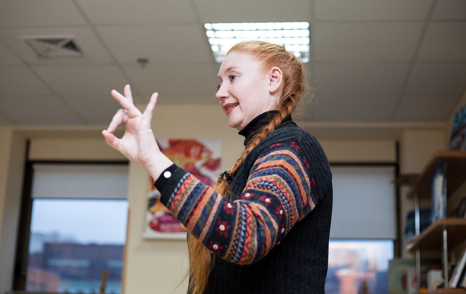 Занятие в рамках Школы изучения языка жестов